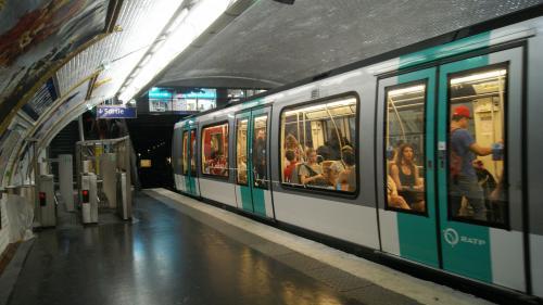 Jet d'un liquide toxique dans le métro à Paris : un suspect a été interpellé et placé en garde à vue