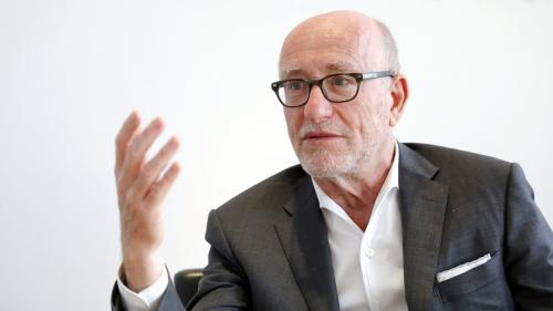 """Agression d'Alain Finkielkraut : """"Le gilet jaune est un passeport qui autorise tout et n'importe quoi"""", estime la Licra"""