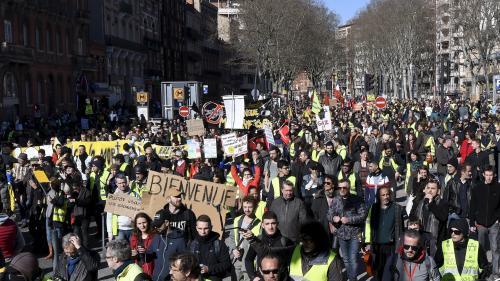 """DIRECT. """"Gilets jaunes"""" : parti des Champs-Elysées, le cortège parisien arrive au Champ-de-Mars"""