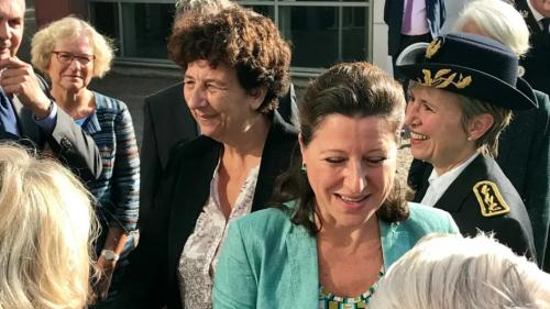 Eure : la ministre de la Santé Agnès Buzyn confirme la fermeture de la maternité de Bernay   https://www.francetvinfo.fr/sante/hopital/eure-la-ministre-de-la-sante-agnes-buzyn-confirme-la-fermeture-de-la-maternite-de-bernay_3195967.html…pic.twitter.com/U