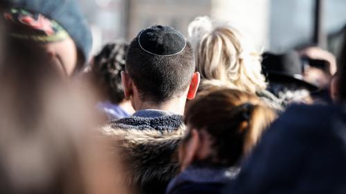 Qui participera aux rassemblements contre l'antisémitisme organisés mardi ?