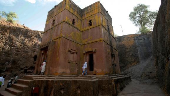 L\'église Saint-Georges, remontant au XIIIe siècle et creusée dans le roc, sur le site de Lalibela (Ethiopie), classé au Patrimoine mondial de l\'Unesco.