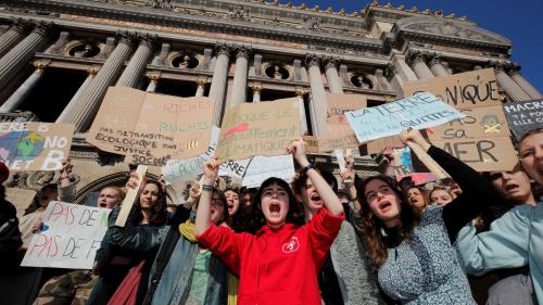 DIRECT. Climat : Anne Hidalgo vient à la rencontre des jeunes qui manifestent contre le réchauffement climatique