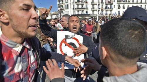 Algérie : des centaines de manifestants à Alger contre un cinquième mandat de Bouteflika