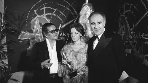 """Histoires d'info. """"Comme il se doit, je déclare la cérémonie ouverte. Voilà."""" Jean Gabin, en 1976, pour les premiers César"""