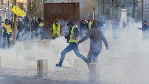 """""""Gilets jaunes"""" : 46 600 manifestants en France dont 5 800 à Paris, selon le ministère de l'Intérieur"""