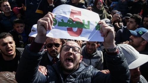 """Manifestations en Algérie : """"Un sursaut populaire, inédit et spectaculaire"""" contre le cinquième mandat de Bouteflika"""