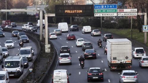 """Pics de pollution : il faut """"développer les transports collectifs et arrêter de construire des routes"""""""