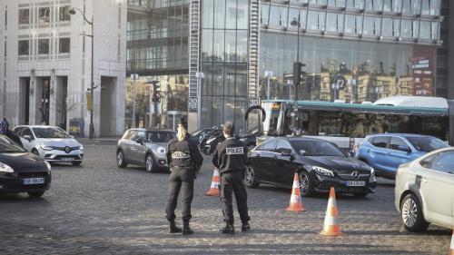 Pollution aux particules fines à Paris : la préfecture de police annonce la fin du pic jeudi, les mesures de restriction levées dès mercredi minuit