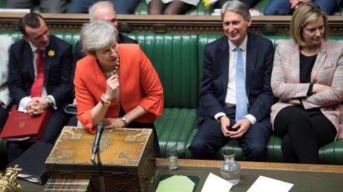"""Royaume-Uni : le Parlement vote en faveur du nouveau plan de Theresa May, qui envisage un report """"limité"""" du Brexit"""