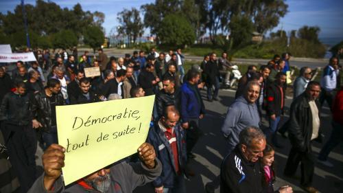 """Algérie : une dizaine de journalistes arrêtés lors d'un sit-in contre """"la censure"""" à Alger"""