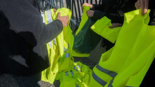 """""""Mon gilet jaune, je l'ai brûlé"""" : engagés de la première heure, ils racontent pourquoi ils ont quitté le mouvement"""