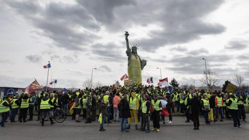 Haut-Rhin : la statue de la Liberté vêtue d'un gilet jaune à Colmar
