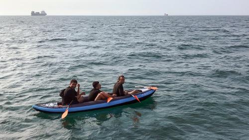 Grande-Bretagne : les migrants tentent de plus en plus leur chance à travers la Manche