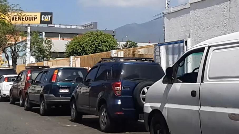 au venezuela des heures voire des jours d 39 attente pour pouvoir acheter une batterie de voiture. Black Bedroom Furniture Sets. Home Design Ideas