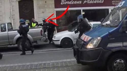 """VIDEO. """"Gilets jaunes"""" : des images montrent le face-à-face entre la police et le député LFI """"matraqué"""" à Bordeaux"""