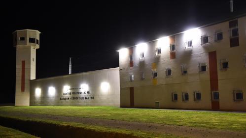 Une quinzaine de prisons bloquées en France, au lendemain de l'agression de deux surveillants à Condé-sur-Sarthe