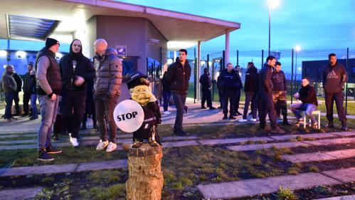 DIRECT. Une centaine de surveillants bloquent la prison de Condé-sur-Sarthe, au lendemain de l'agression de deux agents