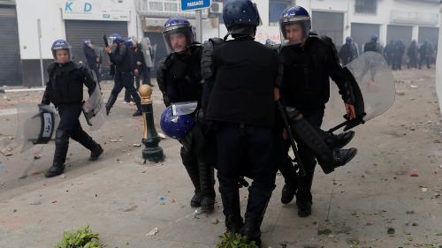Algérie : 195 manifestants arrêtés et 112 policiers blessés à Alger, selon les autorités