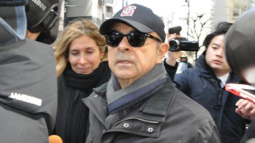 """""""Il n'est pas prêt à parler"""" : la femme de Carlos Ghosn s'exprime pour la première fois depuis la libération de son mari"""