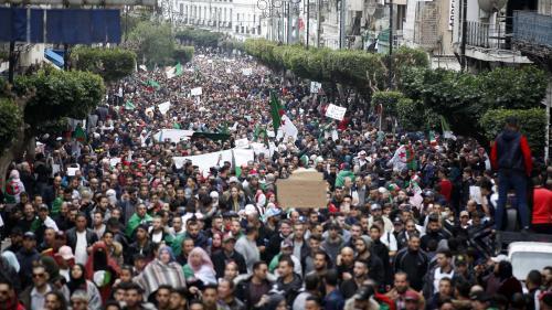 """Algérie : la France """"n'a pas à intervenir"""" même si """"l'Algérie est un partenaire vital pour notre avenir"""""""