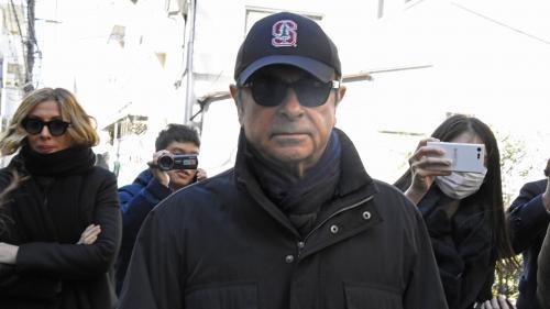 """""""Bien sûr qu'on prend des photos !"""": Carlos Ghosn traqué par la presse japonaise depuis sa sortie de prison"""