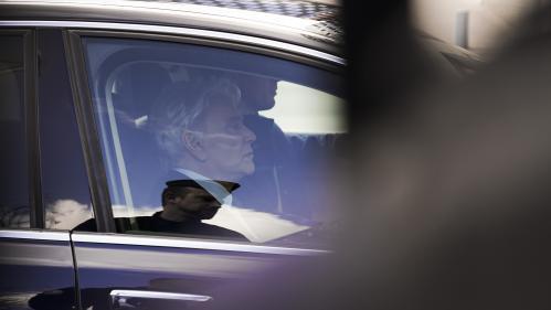 """Procès de Bernard Tapie : l'homme d'affaires dénonce une """"fiction"""""""
