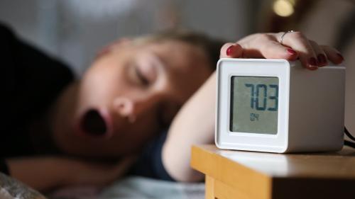 Le temps de sommeil moyen des Français passe sous la barre des 7 heures par nuit