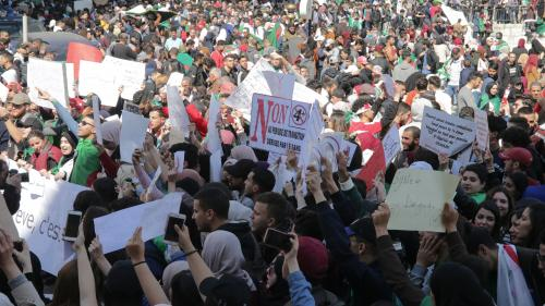 """""""Quand vous êtes empêché d'exister, vous avez peu d'impact"""" : pourquoi, en Algérie, l'opposition reste sans voix"""