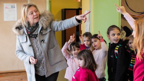 A la rencontre de Virginie, une enseignante qui se démène dans une école à classe unique du Vaucluse