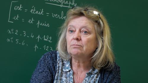 PORTRAIT DE FRANÇAIS. A la rencontre de Virginie, une enseignante qui se démène dans une école à classe unique du Vaucluse