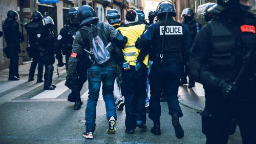 """""""Gilets jaunes"""" : le procureur de Paris s'explique sur les gardes à vue prolongées jusqu'à la fin des manifestations"""