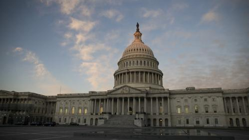 Etats-Unis : le Congrès rejette le financement d'urgence du mur frontalier de Donald Trump, qui promet son veto