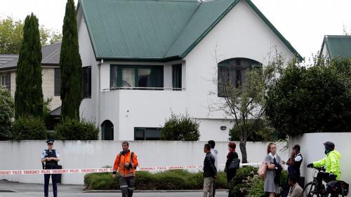 """VIDEO. """"J'ai vu des gens qui avaient du sang sur leur corps"""" : des rescapés des attentats de Christchurch racontent"""