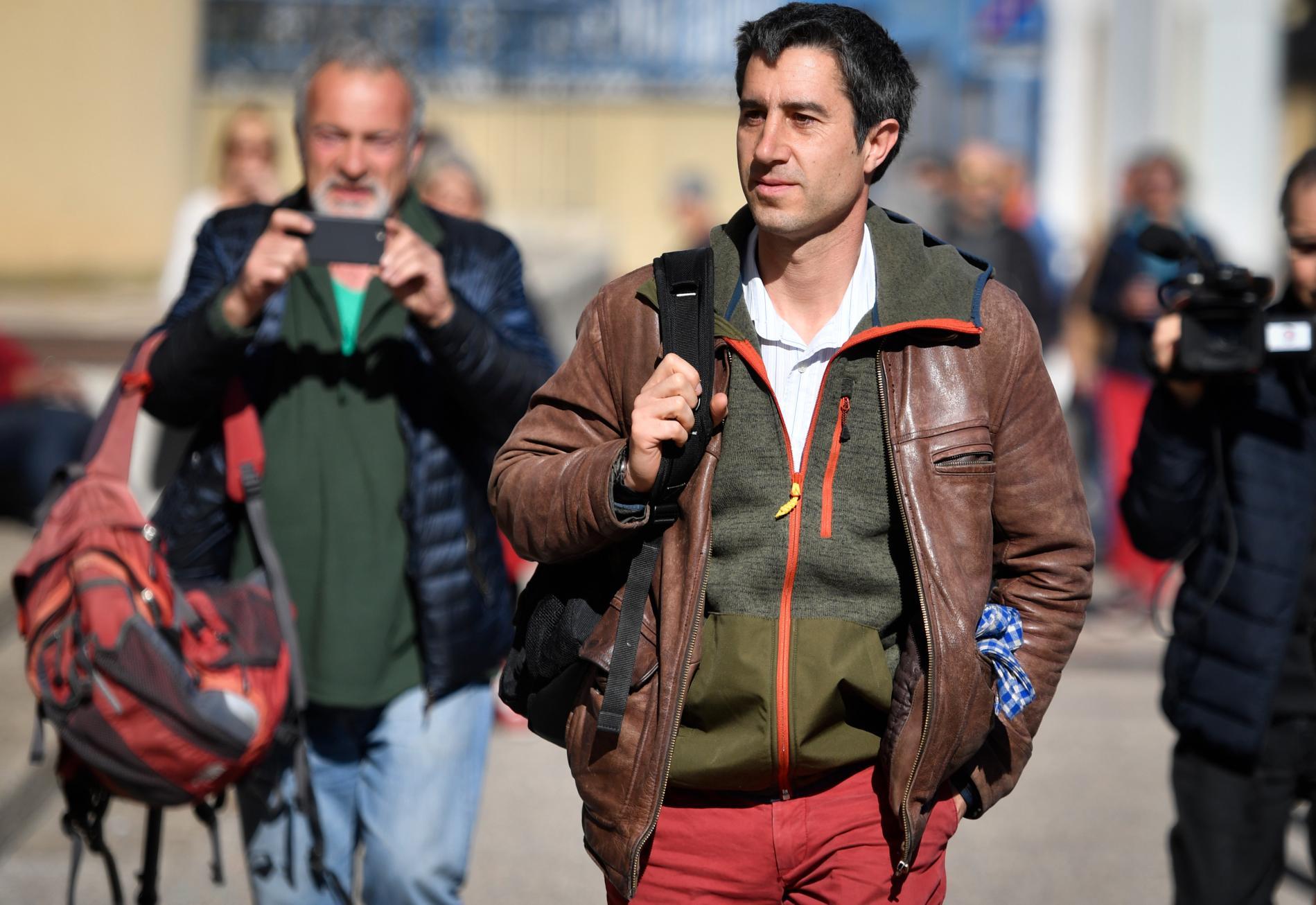 """François Ruffin arrive à Marseille (Bouches-du-Rhône) pour la présentation de son film \""""J\'veux du soleil\"""", le 2 mars 2019."""