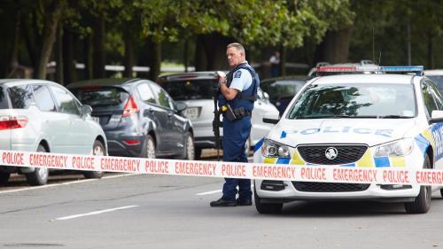 """""""C'est notre innocence qui a été visée"""" : les habitants de Christchurch """"effondrés"""" après les attentats contre deux mosquées"""