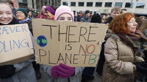 DIRECT. Hong Kong, Helsinki, Berlin, Nantes... Les jeunes du monde entier commencent à marcher pour le climat