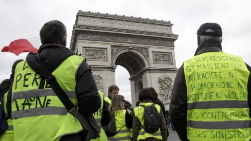 """DIRECT. """"Gilets jaunes"""" : des magasins pillés sur les Champs-Elysées, Christophe Castaner dénonce """"des professionnels de la casse"""""""