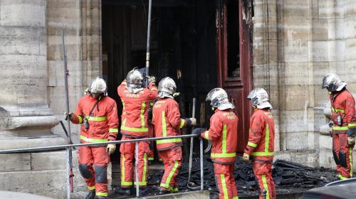nouvel ordre mondial   VIDEOS. Paris : un incendie se déclare dans l'église Saint-Sulpice