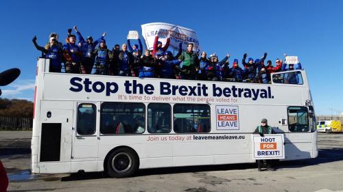 """""""Londres, prépare-toi, on arrive!"""": des Anglais marchent vers le Parlement britannique pour réclamer la mise en place du Brexit"""