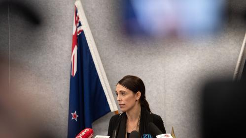 """Attentat en Nouvelle-Zélande : le gouvernement d'accord sur le """"principe"""" d'un durcissement des lois sur les armes"""