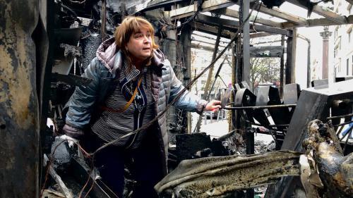 """Son kiosque sur les Champs-Elysées est parti en fumée: """"Ces gens sans foi ni loi, comment ils peuvent détruire la vie des autres?"""""""