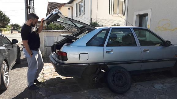 """VIDEO. """"C'est très lâche"""" : la maison et la voiture d'Eric Drouet, figure des """"gilets jaunes"""" vandalisées"""
