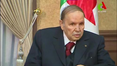 Algérie: Abdelaziz Bouteflika confirme qu'il restera président après l'expiration de son mandat