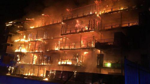 nouvel ordre mondial   Var : un violent incendie ravage un immeuble à Draguignan, tous les habitants évacués