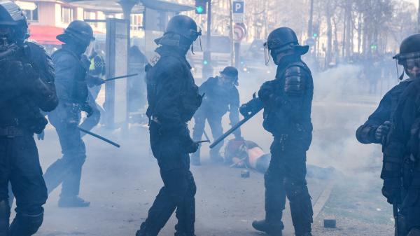 """""""Gilets jaunes"""" : les policiers en colère après les violences de l'acte 18"""