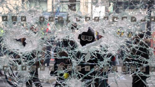 """Les mesures d'Edouard Philippe peuvent-elles enrayer la violence des manifestations des """"gilets jaunes"""" ?"""