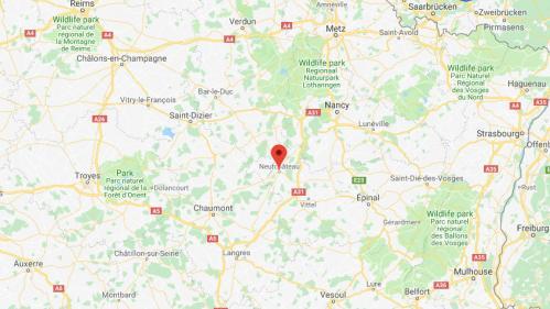 Vosges : deux enfants tués par arme blanche à Neufchâteau, leur mère hospitalisée et placée en garde à vue   https://www.francetvinfo.fr/faits-divers/vosges-deux-enfants-tues-par-arme-blanche-a-neufchateau-leur-mere-hospitalisee-et-placee-en-garde-a-vue_3