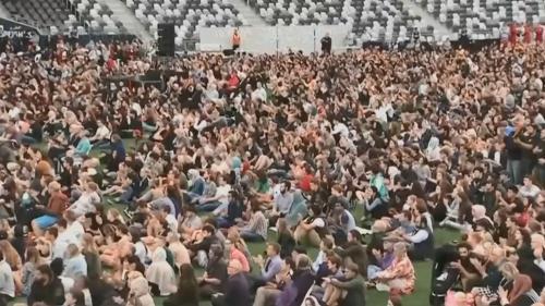 VIDEO. Attentats de Christchurch : une veillée en hommage aux victimes réunit plus de 18 000 personnes