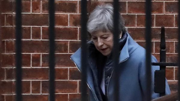 "Report du Brexit: ""La gestion de Theresa May est catastrophique"""